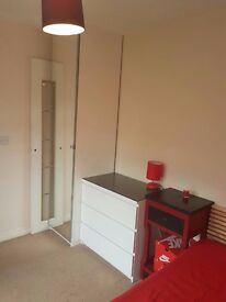 2 smalls rooms available!