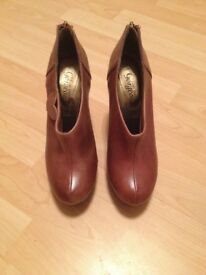 NEW LOOK - Tan Leather Ladies Ankle Boots (Size 5)