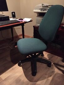 Good quality computer chair. Adjustabl height.