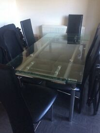 Stunning glass table and 6 chairs