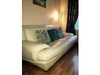 Beautiful 3+2+1 seater couch 3 piece suite leather Reid