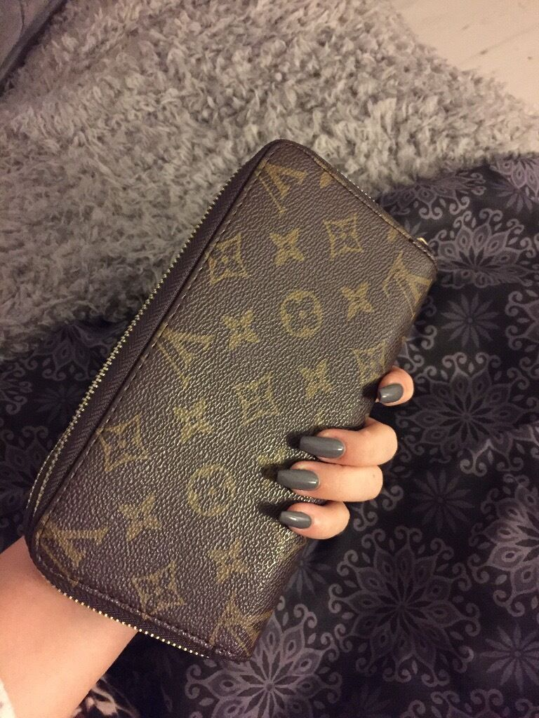 Louis Vuitton double sized purse wallet