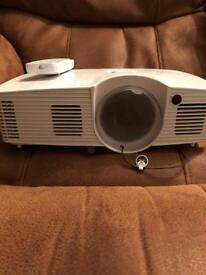 Optoma gt1080 short throw gaming projector and pull up screen
