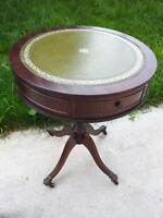 Antique Mahogany Pedestal Parlor/Side/Hall Round Table Claw Foot