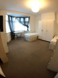 BIG - TWIN/DOUBLE ROOM - 2 MIN TO DOLLIS HILL- LIVELY AREA