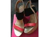 Size 5 wedges and red or dead bag