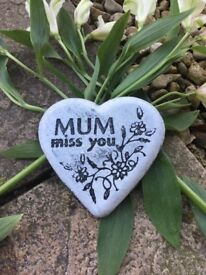'MUM miss you' Heart Memorial made out a stone aggregate 10cm x 10cm