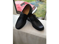 Gents Black Slip on Shoes Size 8