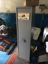 Brattonsound 7 rifle/shotgun cabinet safe