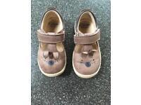 Girls shoe 5F