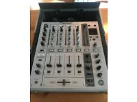 Pioneer DJM 700 mixer & flight case
