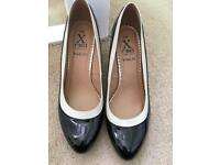 Ladies wide fit black and cream shoes
