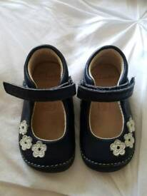 Clarks 3 1/2F shoes