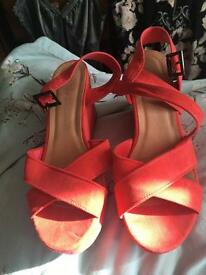 Atmosphere size 5 coral wedges