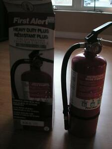 CLASSABC FIRE EXTINGUISHE NEW STILL IN THE BOX NEVER USED!