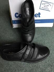 Hotter black ladies winter shoe. Size 5.5