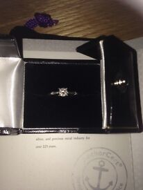 Stunning platinum engagement ring, 0.33 ct comes with certification.