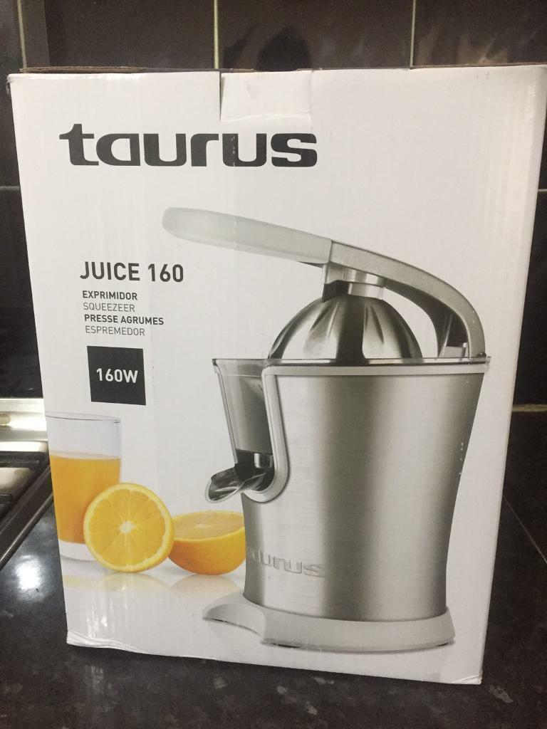 Juicer (orange juice maker)