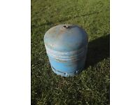 Camping gas R907 2.75 kg cylinder. FULL. Save on the bottle deposit of £25 plus the gas. £20