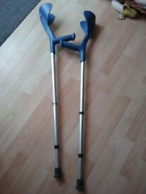 Pair of hardly used crutches, length adjustable.