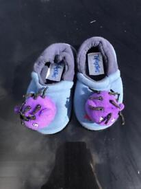 Tweenies slippers size 6-7