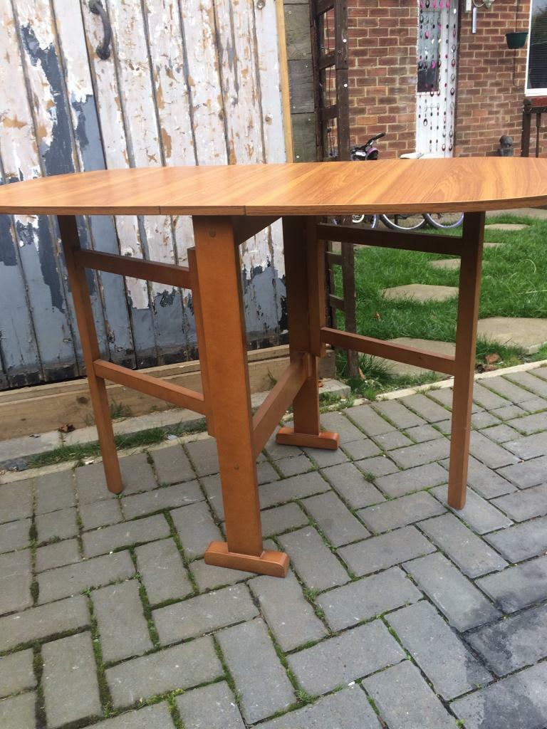 Nice little table ,fold away table .