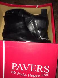 Pavers ankle boots