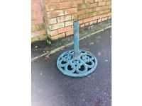 Heavy Fluer De Lys Cast Iron Parasol Base - W-R