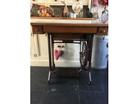 Singer sewing machine / table