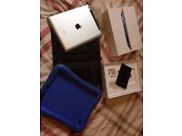 iPad 4th generation 16GB RARELY USED Boxed with 2 Apple cases NO OFFERS £175