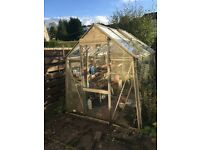 Greenhouse for free must be able to dismantle and collect. Few broken panes