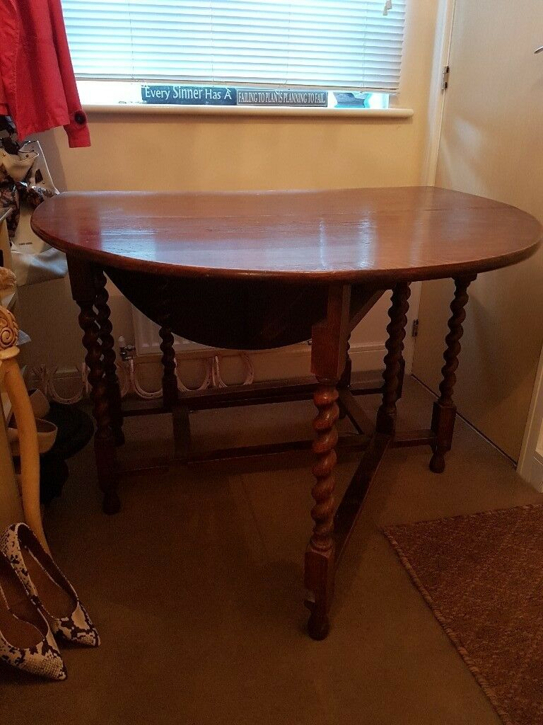 Mahogany dining table. Gateleg, barley twist.