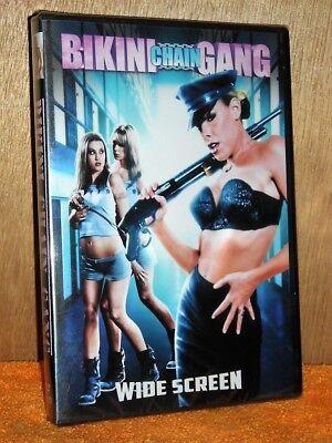 belinda-gavin-bikini-chain-gang