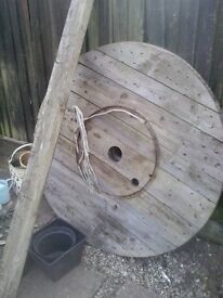 Cable drum tops