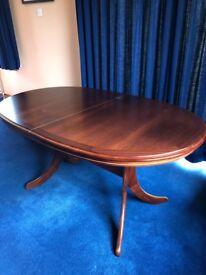 Beautiful Mahogany Morris of Glasgow Dining Table