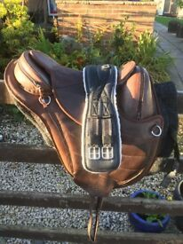 Barefoot Treeeless Saddle with pad and girth