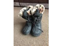 Girls winter snow boots shoes size 10