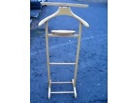 Wooden gents suit clothes valet, rack hanger stand, clothes rail, gentleman's coat hanging