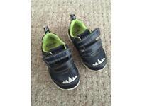 Flashing Clark's shoes -boys size 4G