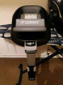 IsoFix base for two car seat Excellent Condition includes car seat