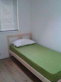 Single room in a great location! E13