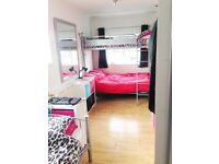 Twin room in Host Family Accommodation, students, internship, no deposit, bills & meals included