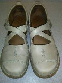 JOSEF SIEBEL, CREAM CROSSOVER STRAP SHOES , SIZE 39 WIDE FIT D