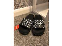 Supreme Slidders Slippers Sandals Black/White Size 5UK