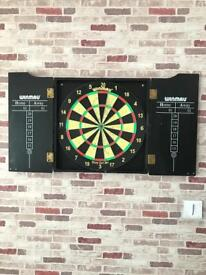 Dartsboard with 2 sets of darts with spares