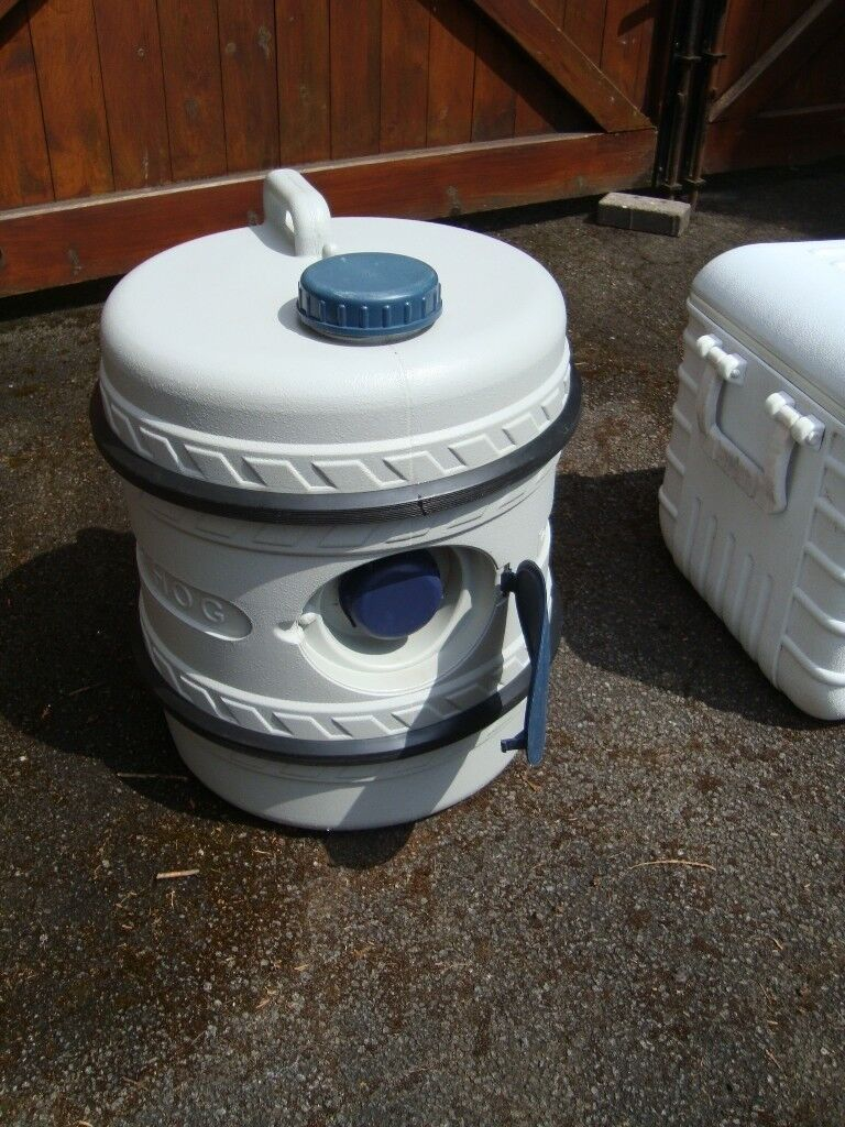 PYRAMID WATER HOG STANDS 20INCH TALL ONLY £20 FOR QUICK SALE