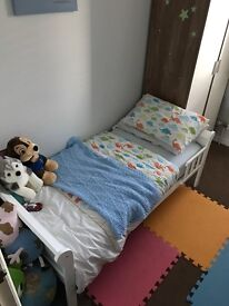 White junior sleigh bed