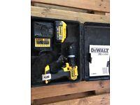 Dewalt DCD785M1 18v XR Combi Hammer Drill 1x 4.0ah Battery And Charger