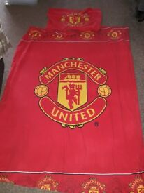 Manchester United Single Bed Set/Curtains/Lightshade/Rug (DEREHAM COLLECTION)