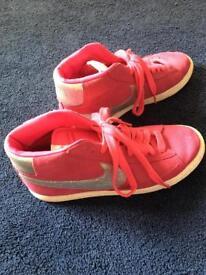 Nike size 6 Blazers